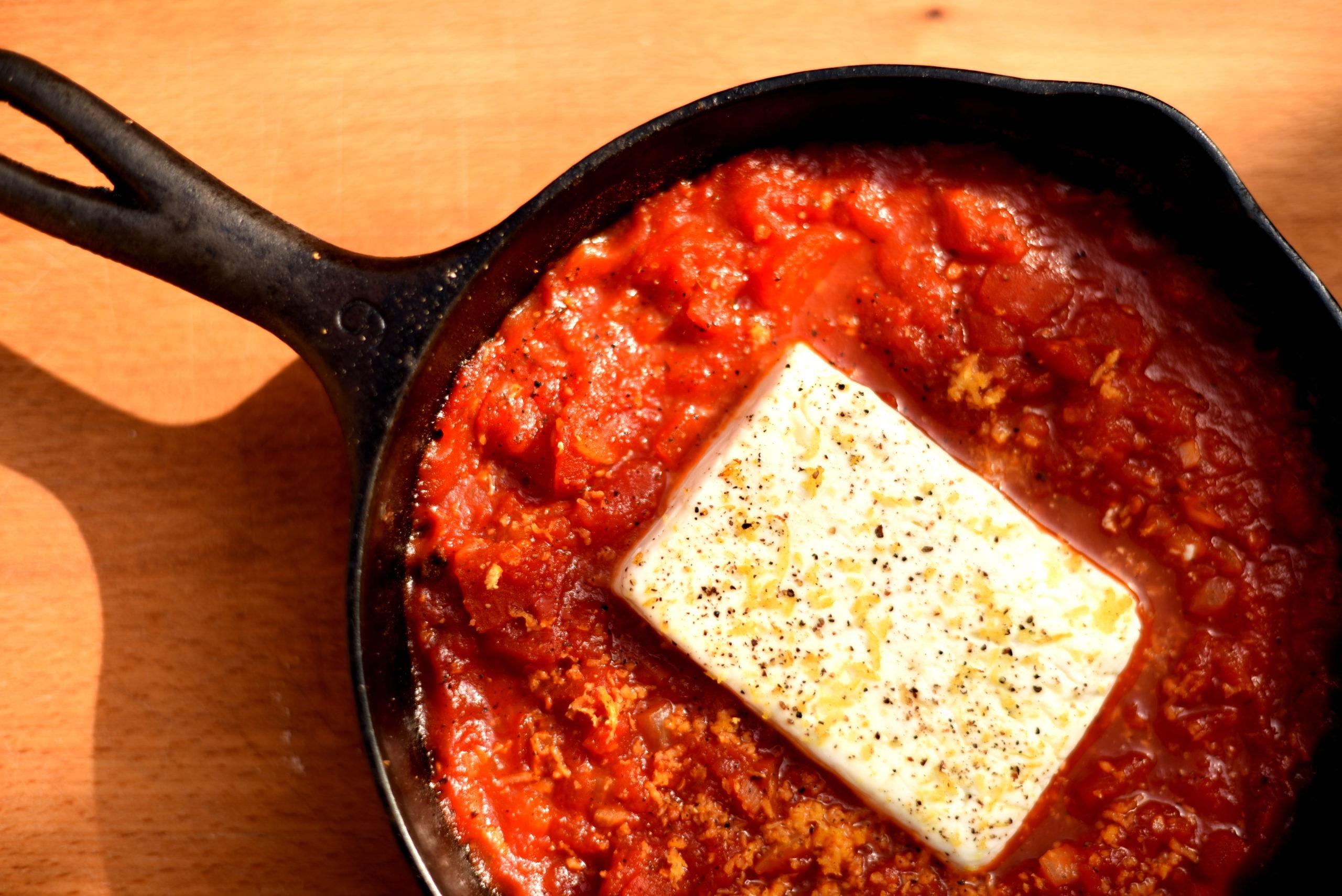 Pieczona feta z pomidorami